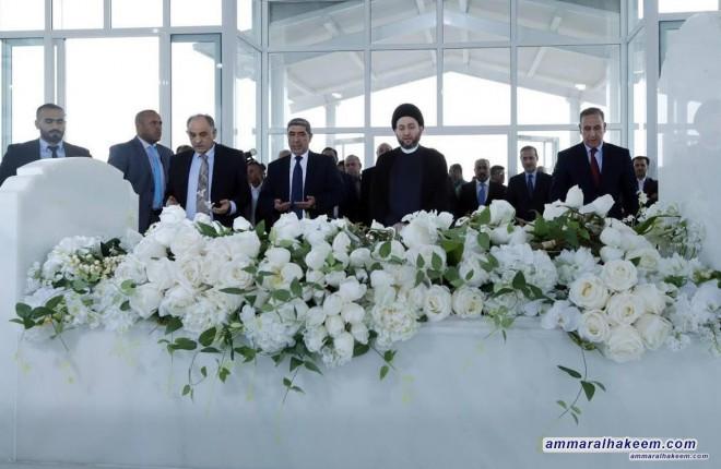 السيد عمار الحكيم يضع اكليل من الزهور على قبر الرئيس الراحل جلال طالباني ويستذكر سيرته مع نجله بافل طالباني