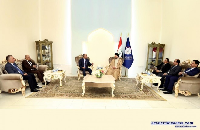 Sayyid Ammar al-Hakim receives members of the High Electoral Commission to discuss the upcoming elections