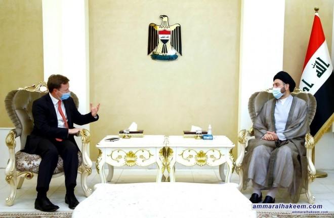 السيد عمار الحكيم يبحث مع السفير البريطاني تطورات المشهد السياسي ودور العراق في المنطقة