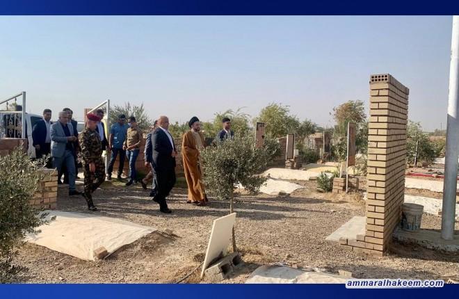 خلال زيارته الى الضلوعية بصلاح الدين، السيد عمار الحكيم يزور مقبرة الشهداء ويقرأ سورة الفاتحة لأرواحهم